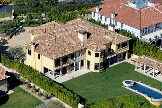 Kim-Kardadshians-new-house-in-Bel-Air-aerial-view