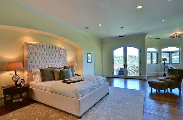 Kim-Kardashian-Kanye-West-Bel-Air-bedroom